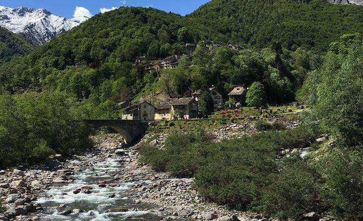 Montesinaro (Piedicavallo) visto dal Ponte Pinchiolo